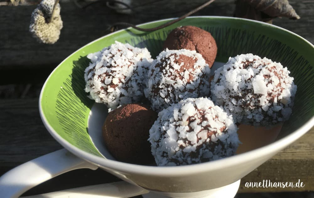 Avocado Schokoladen Kugeln by Annett Hansen